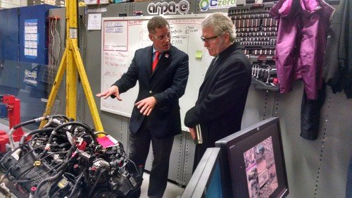 Onboard Dynamics CTO Chris Hagen with Gov. Kitzhaber.
